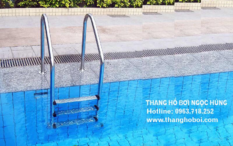 Thang hồ bơi 3 bậc