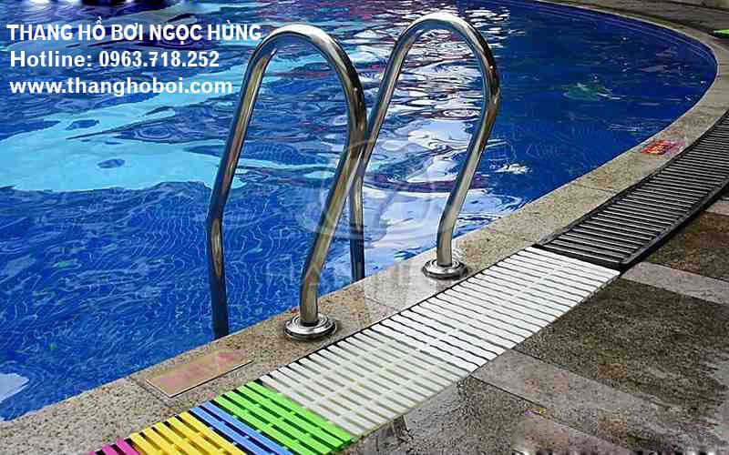 Mẫu thang bể bơi 1