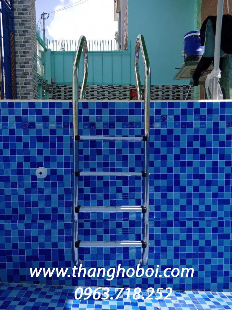 Cầu thang hồ bơi innox 4 bậc
